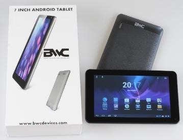 La tableta tiene 512 MB de RAM y 4 GB de memoria